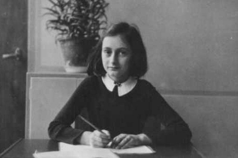 知名文學作品《安妮日記》紀錄二戰時期納粹對猶太人的迫害,及戰爭的可怕。(圖/Outside提供)