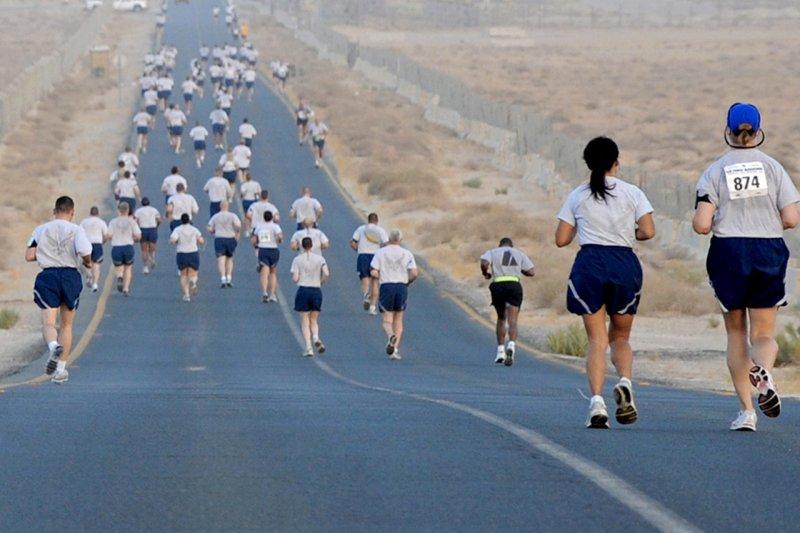 人生就彷彿一場馬拉松,如何跑贏別人、跑得長久,都跟「管理自己」有關,學會如何一天天逆轉自己生命的小挑戰。(圖/pixabay@skeeze)