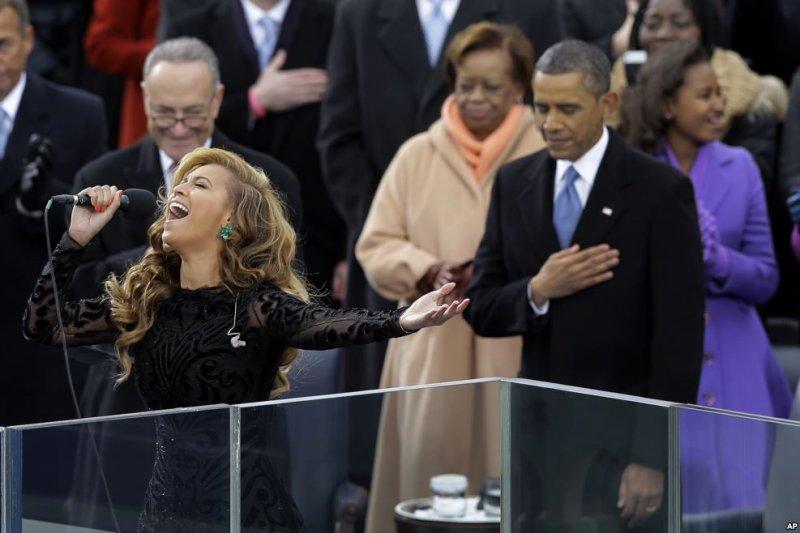2013年,歐巴馬就職典禮上請來歌手碧昂絲獻唱國歌。(美國之音)