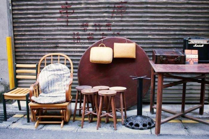 把用不到的舊衣物、家具送到這邊,不但幫你解決了問題,也讓更多人能過個好年!(圖/唐青古物商行@facebook)