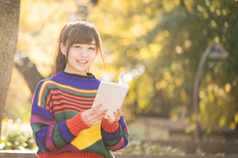 大學應該是要像這樣,開開心心念書才對啊~(示意圖/すしぱく@pakutaso)