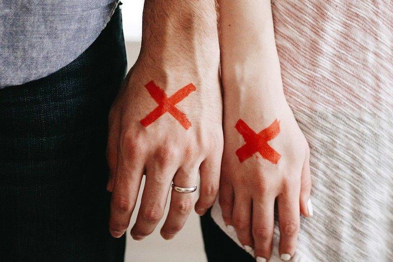 情侶分手本來就是傷心的事,有些人為了不讓對方好受,不惜說重話來中傷對方。(圖/取自pixabay)