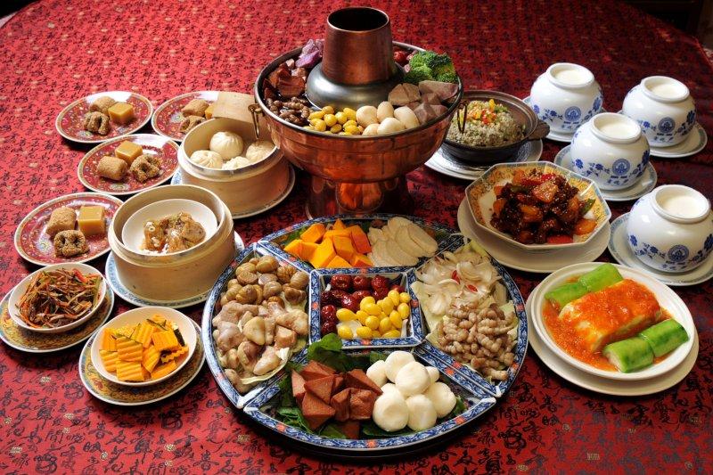 春節將至,餐餐大魚大肉,成人過年均胖2.2公斤。(資料照,取自www.alkider.com)