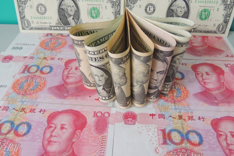 人民幣與美元(新華社)
