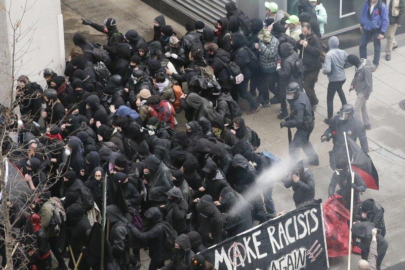 美國警察在近日的抗爭中盡失民心。(資料照,美聯社)