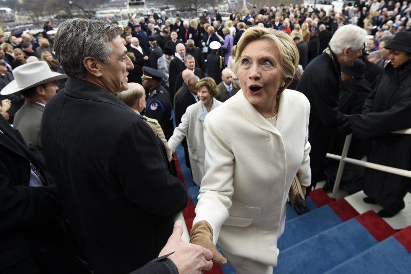 在2016美國總統大選中落敗的希拉蕊20日也參加了川普的總統就職典禮。(美聯社)