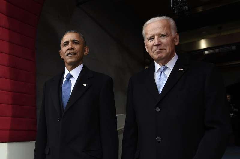 拜登(右)與中國交手方式應該不會再回到歐巴馬模式(左)。(美聯社)