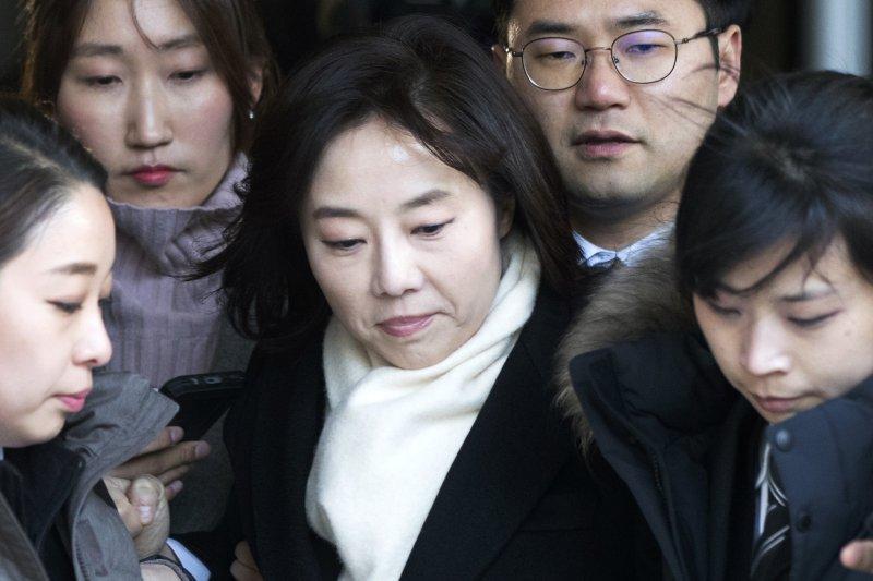 南韓文化體育觀光部長趙允旋涉嫌編製「藝文界黑名單案」,21日淩晨遭到逮捕(AP)