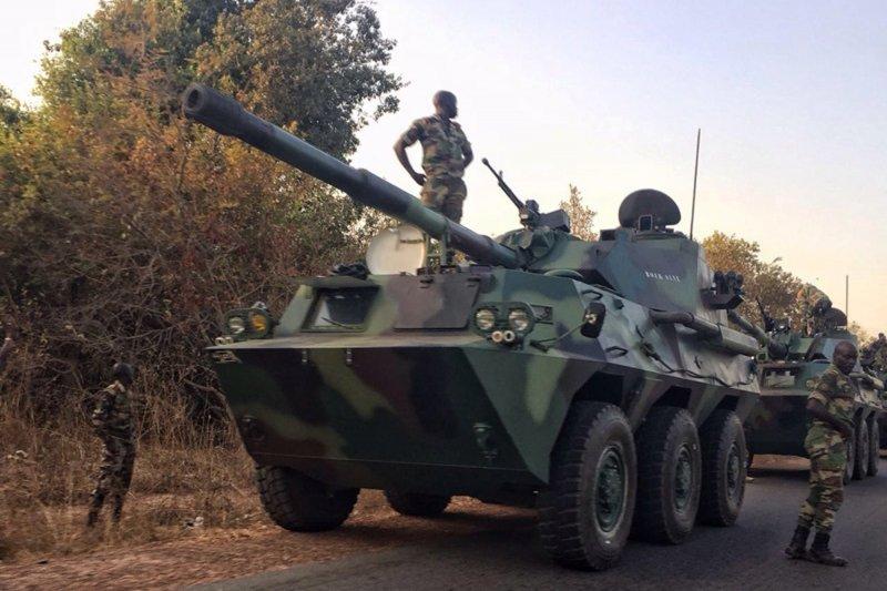 甘比亞爆發政治危機,鄰國塞內加爾出兵,迫使獨裁強人賈梅下台(AP)