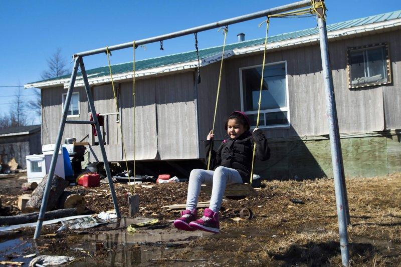 加拿大原住民青少年自殺率節節升高,現在連以擁有「自殺防治計畫」為傲的第一民族瓦培奇卡(Wapekeka First Nation)也蒙上死亡陰影,原因竟是沒錢輔導。(AP)