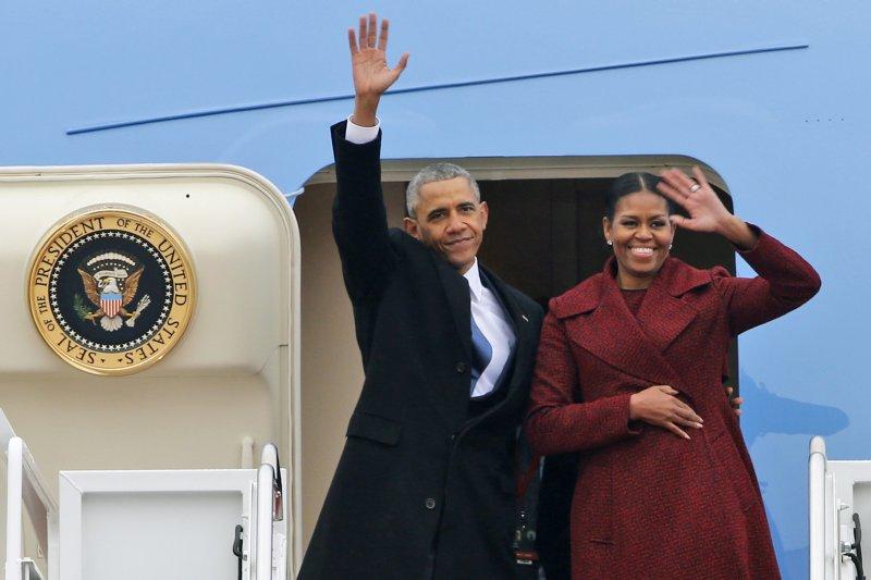 歐巴馬卸任後不是回到家鄉接受民眾道賀,而是與蜜雪兒直奔南加州度假(AP)