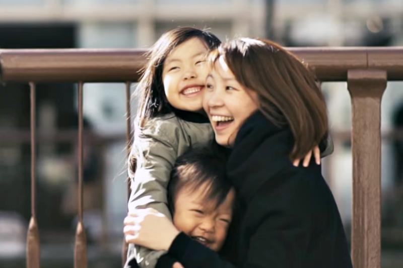 孩子長大後,全職媽媽重返職場這些特質超加分。(翻攝自youtube)