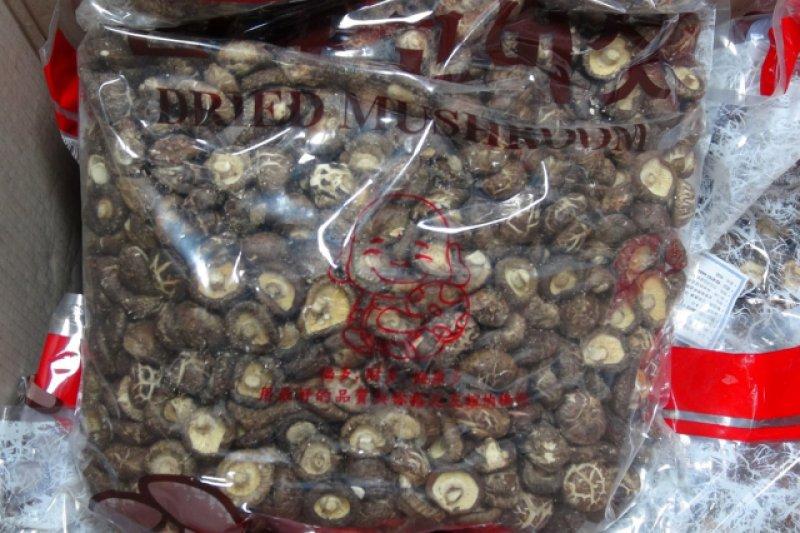 大陸香菇非法混入台灣市場問題嚴重,國民黨立委江啟臣5日批評蔡政府對這個問題視而不見。(資料照,新北地檢署提供)