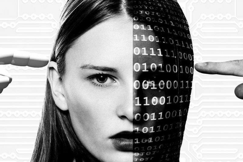 作者認為,人工智慧已開始踏入國防軍事領域,日後想光憑人腦來想策略與操作系統,根本毫無勝算。(資料照 取自Pixabay)