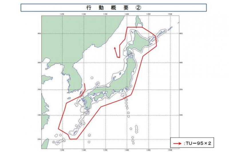 日本統合幕僚監部24日發布公告,指出2架俄國轟炸機繞日本周邊長距離飛行。(翻攝日本防衛省統合幕僚監部)
