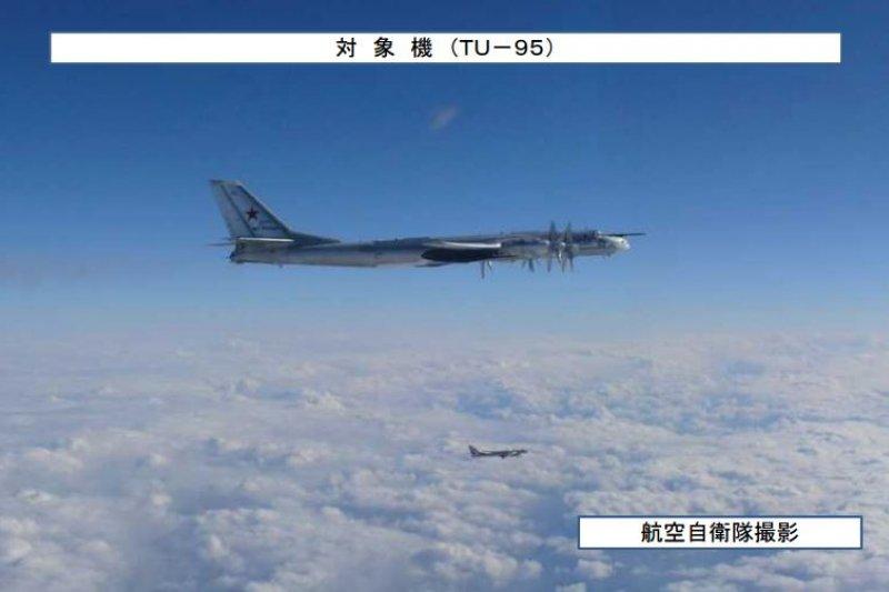 3架俄國Tu-95轟炸機24日下午繞日本一周飛行。(翻攝日本防衛省統合幕僚監部)