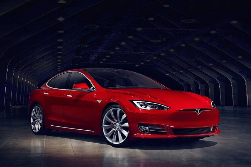 為持續加速推動全球永續能源的發展,今日Tesla宣布正式開始交付台灣第一批Model S。(圖/Tesla提供)