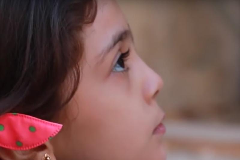 7歲的敘利亞小女孩芭娜(Bana al-Abed)寫信給川普,希望他能救救敘利亞的孩子。(美聯社)