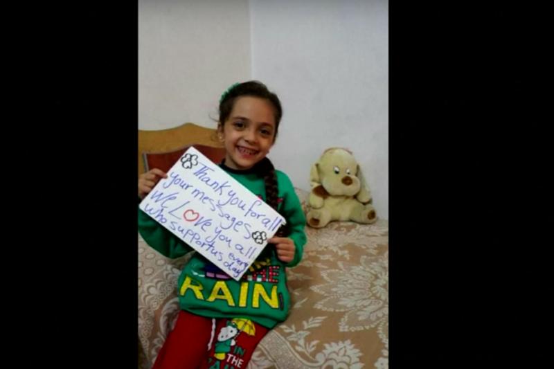 芭娜(Bana al-Abed)因為在推特上紀錄當地殘酷戰火與人間煉獄的景象,被稱為「敘利亞的安妮法蘭克」。(美聯社)