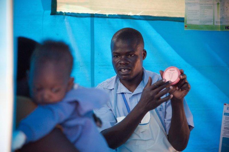 東非烏干達,瑪麗斯特普國際組織的工作人員正在教導長期避孕法,該組織希望降低該國極高的不安全墮胎率(AP)