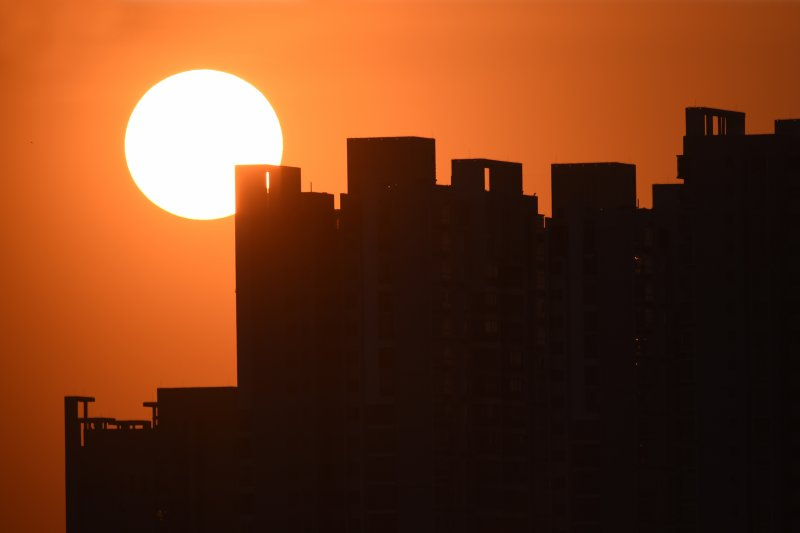 中國房市面臨考驗之際,台商特力集團宣布關閉全大陸13家門市,為當地投資停損出場(新華社)