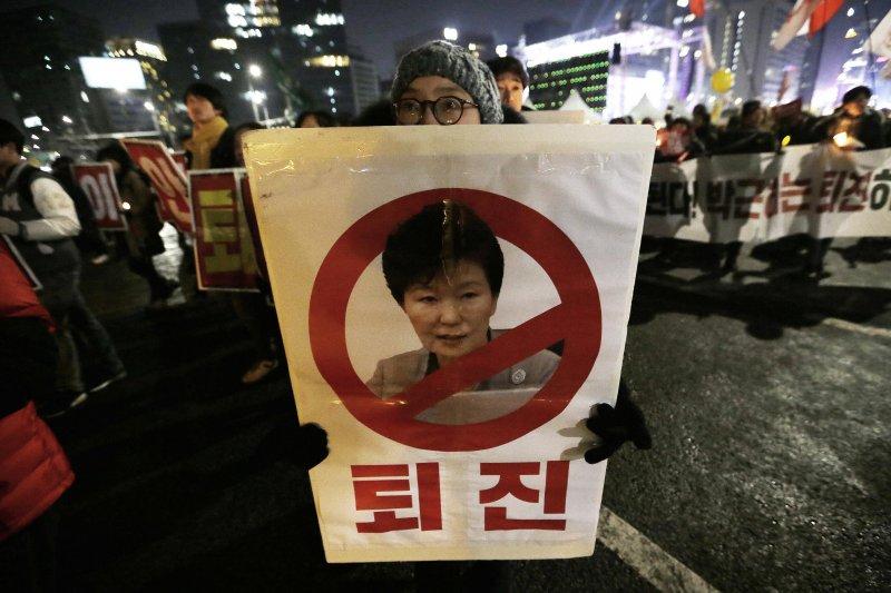 南韓總統朴槿惠深陷親信門醜聞風暴(AP)