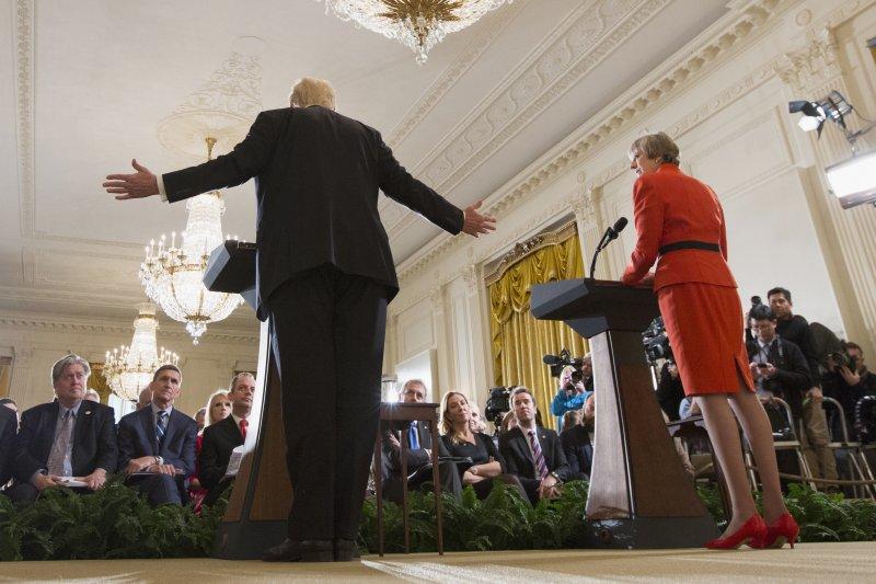 美國新總統川普與英國首相梅伊會面(AP)