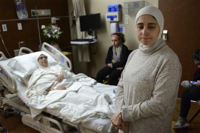 一個敘利亞家庭正在等待親友前往美國探病,如今暫時等不到了。(美聯社)