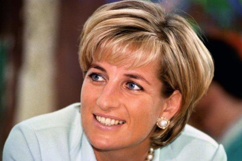 1997年,戴安娜王妃於法國巴黎一起車禍中喪生。(BBC中文網)