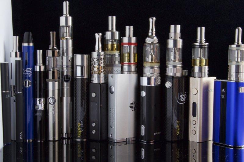 電子菸,吸菸有害身體健康(www.ecigclick.co.uk@Wikipedia / CC BY-SA 2.0)