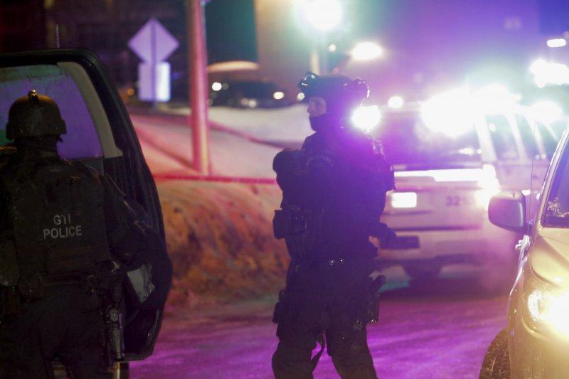 加拿大魁北克一座清真寺29日晚間遭到槍手攻擊,造成慘重死傷(AP)