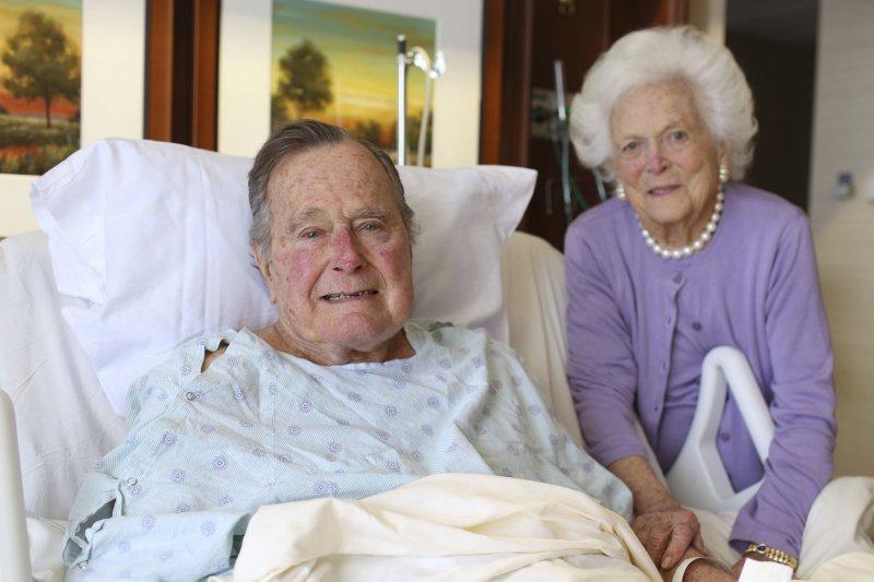 前美國總統老布希和夫人芭芭拉。(美聯社)