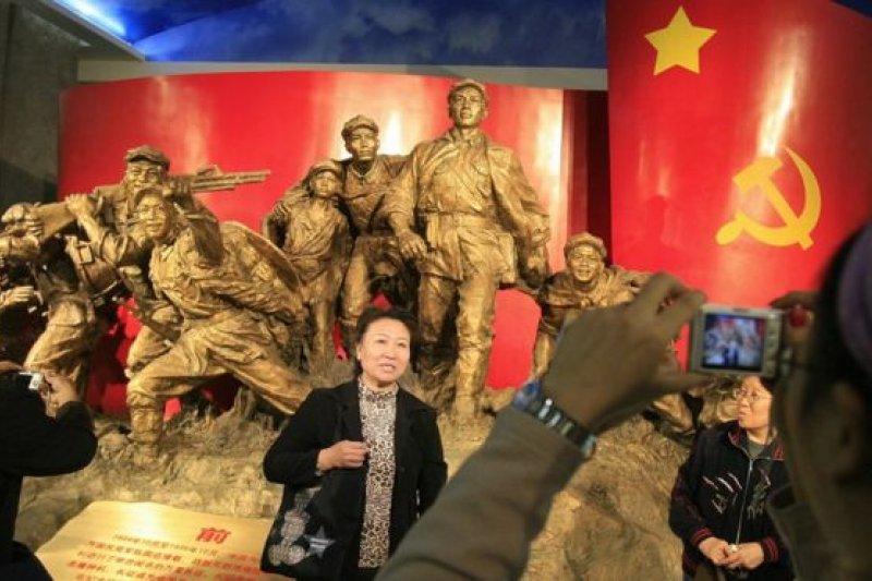 中共「工農紅軍」於1937年改組成「八路軍」和「新四軍」,編入「中華民國國民革命軍」。(圖取自BBC中文網)