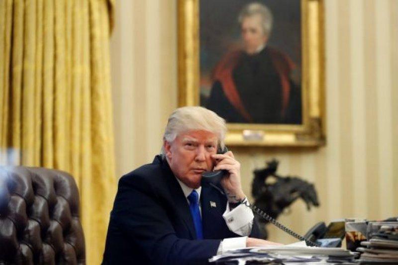 美國總統川普與澳洲總理騰博通電話(AP)