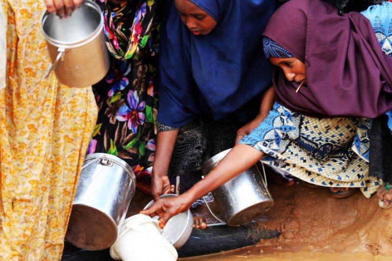 達達阿布難民營中糧食和飲水都十分不足。(Jesper G. Mogensen@wikipedia/CC BY 3.0)