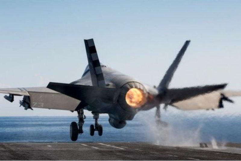 美國國防部將從洛克希德馬丁公司購買新一批90架F-35戰機,首次把價格降低到每架不到1億美元。(圖取自BBC中文網)