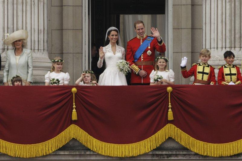 2011年女王出席威廉王子與凱特王妃的婚禮。(美聯社)