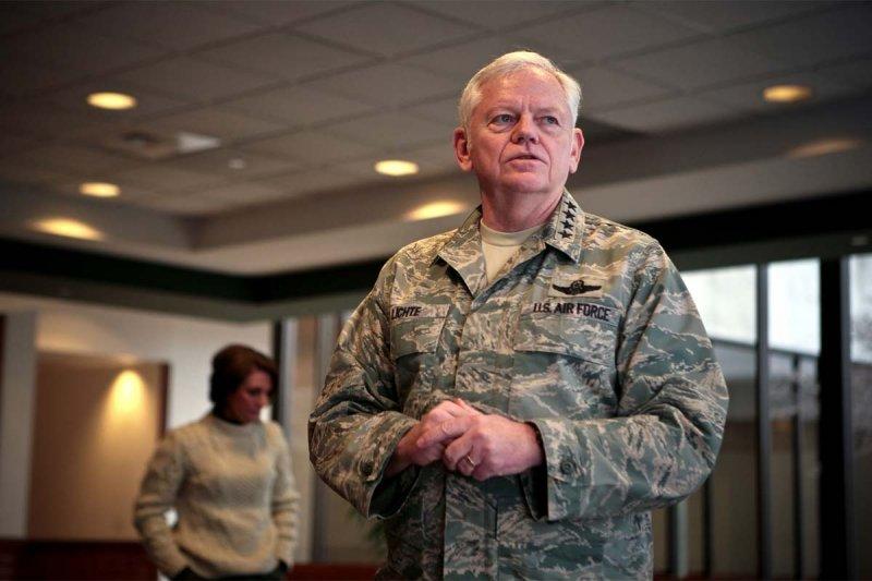 美國空軍退伍4星上將萊切特(Arthur Lichte),因為性侵案而被調降軍階為2星少將(翻攝美國空軍官網)