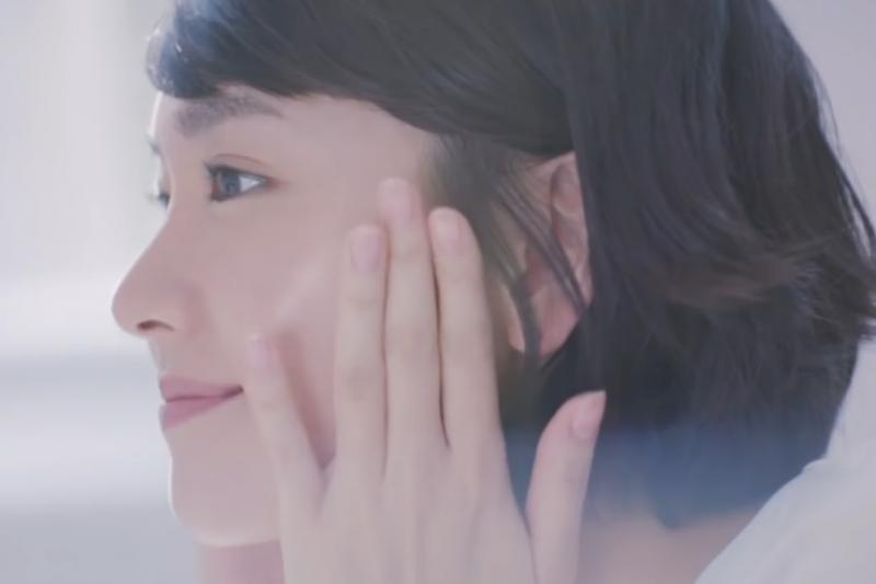 擦在臉上的保養品、化妝品,是不是該用純天然無添加防腐劑對皮膚比較好?聽醫師這樣說...(示意圖翻攝自youtube)