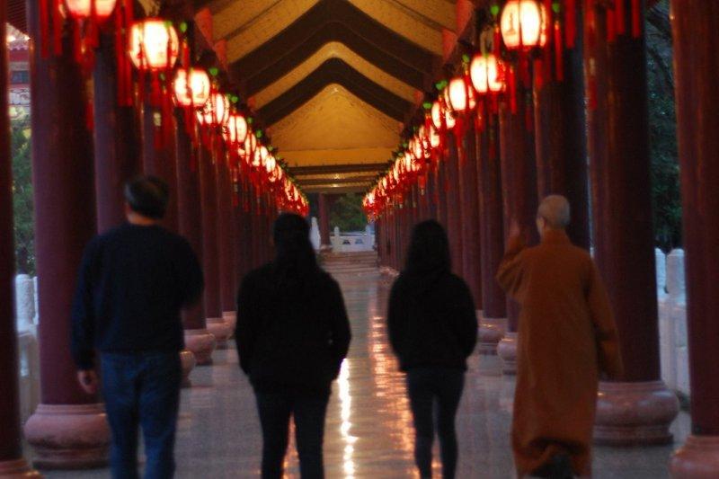 美國在台協會(AIT)處長梅健華(Kin W. Moy)於春節期間偕同家人訪佛光山。(取自美國在台協會AIT臉書)