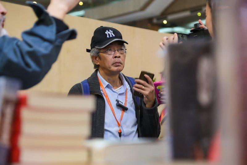 20170208-銅鑼灣書店老闆林榮基8日參觀「第25屆台北國際書展」。(顏麟宇攝)