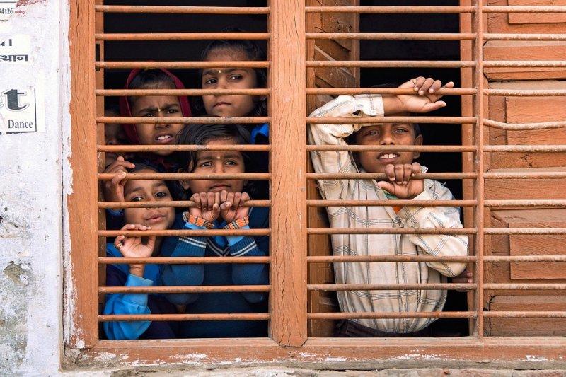 好戰組織利用人蛇集團,來招募無成年人陪伴、落單且絕望的移民兒童,造成許多人間悲劇…(圖/Devanath1@pixabay)
