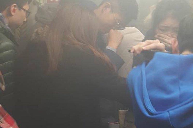 20170211-港鐵車廂內濃煙-取自臉書社團「香港突發事故報料區」