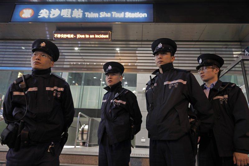 今年2月10日香港地鐵發生縱火案,造成多人輕重傷(AP)