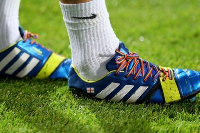 英國國會「文化、媒體及體育委員會」發表報告,建議向涉及恐同行為的運動員,禁賽一至兩年。(圖取自BBC中文網)