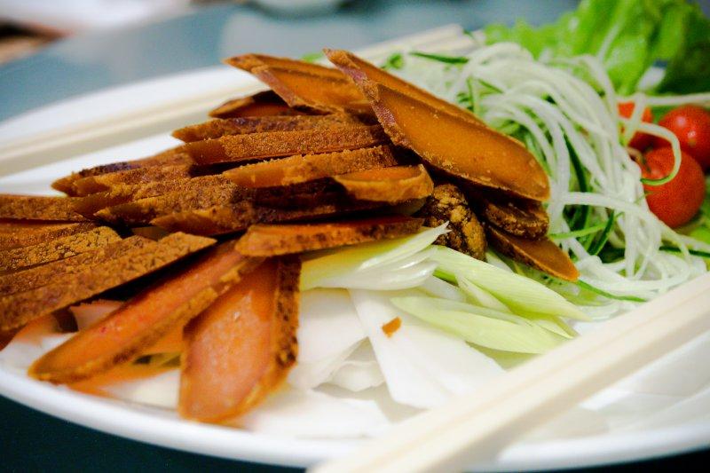 烏魚子是台灣相當受歡迎的在地料理,近年卻因為氣候問題而漸漸走味。(圖/中岑 范姜@Flickr)