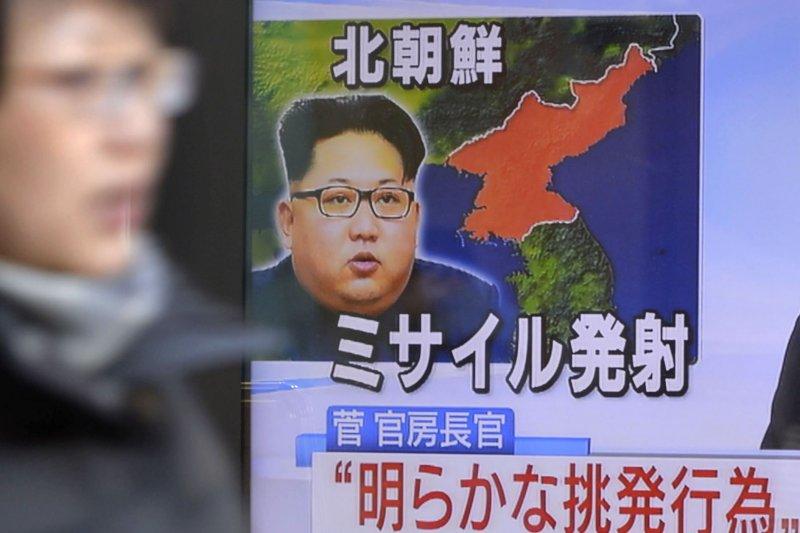 日本媒體也高度關注北韓試射飛彈。(美聯社)