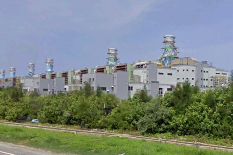 位於桃園的大潭發電廠「燃氣單循環緊急發電計畫」環差案1月通關。(取自維基百科)