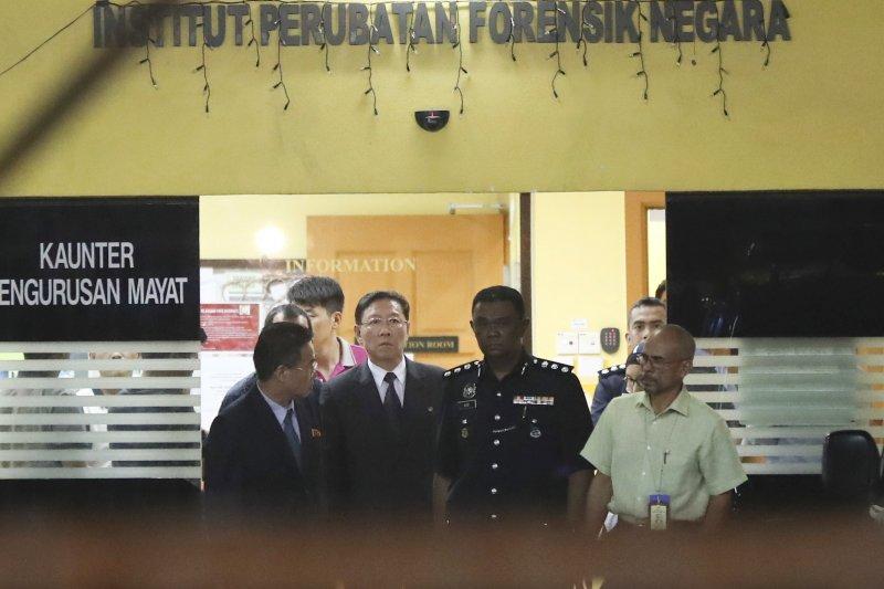 北韓官員14日前往吉隆坡中央醫院要求領回金正男的遺體,但遭大馬政府拒絕。16日大馬副總理表示會將遺體交還北韓。(美聯社)