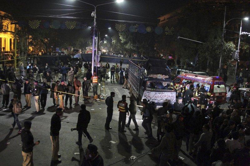 巴基斯坦16日遭遇自殺式恐怖攻擊,造成至少75死。(美聯社)